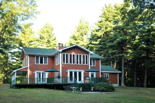 Bass Manor Bed And Breakfast & Art Museum