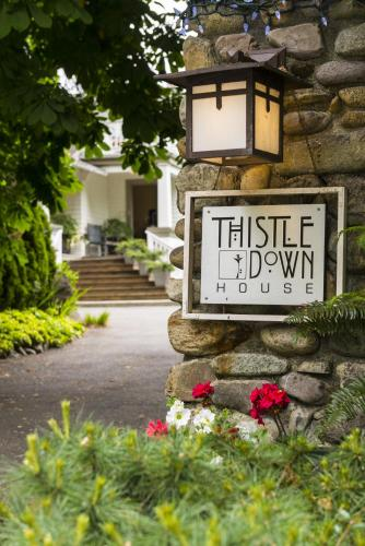 Thistledown House - North Vancouver, BC V7R 4J2