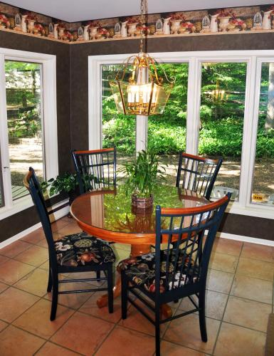 Forest Hill Bed And Breakfast - Kitchener, ON N2M 4G3