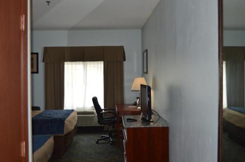 Quality Inn & Suites Cincinnati Photo