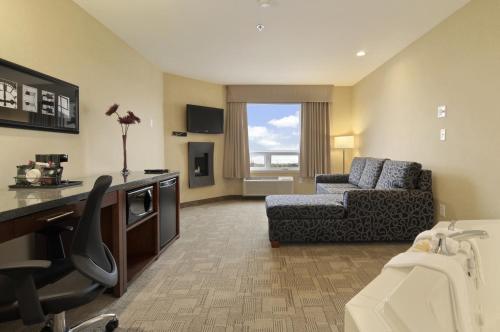 Days Inn By Wyndham Regina Airport West - Regina, SK S4W 0B7