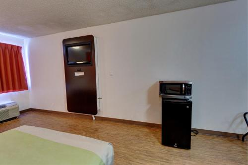 Motel 6 Houston Hobby photo 2