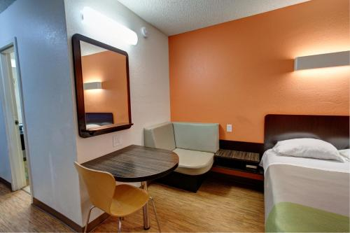 Motel 6 Houston Hobby photo 8