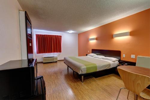 Motel 6 Houston Hobby photo 12
