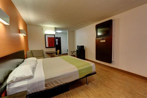 Motel 6 Houston Hobby photo 18