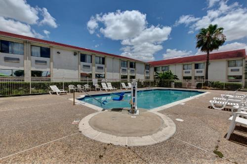 Motel 6 Houston Hobby photo 23