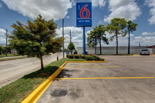 Motel 6 Houston Hobby photo 24
