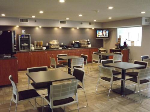 MICROTEL Inn and Suites - Ames Photo