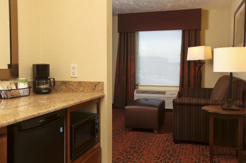 Hampton Inn & Suites Fargo - Fargo, ND 58104