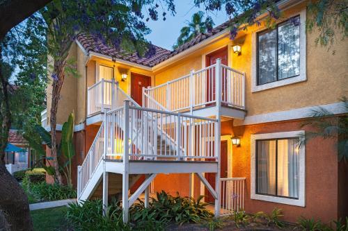 Residence Inn by Marriott Anaheim Maingate Photo