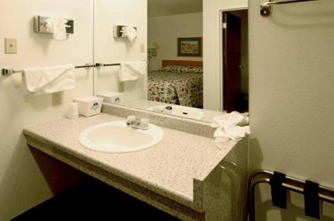 Americas Best Value Inn Longmont - Longmont, CO 80504
