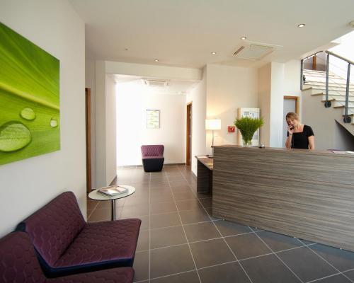 Appart h tel hevea h tel 83 avenue de la marne 26000 for Appart hotel valence