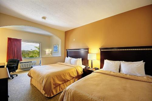 Clarion Suites Near the Woodlands Photo