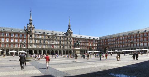Calle Moratin, Martinez, Plaza Platería de Martínez, 52, 28014 Madrid, Spain.