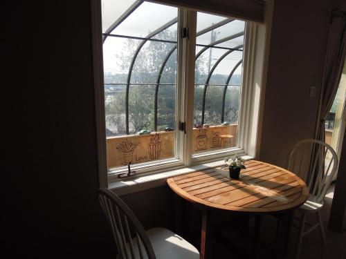 Sunshine B&b In Old Town - Yellowknife, NT X1A 2G5