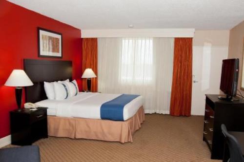 Baymont Inn & Suites Fayetteville Fort Bragg Area Photo