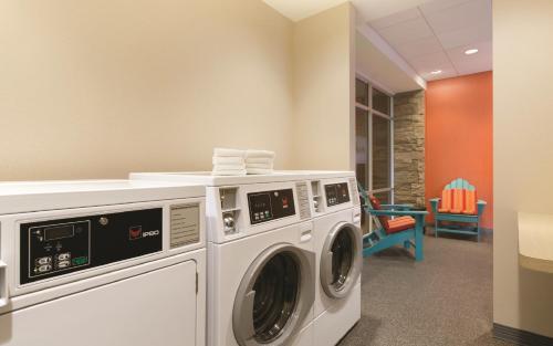 Home2 Suites By Hilton Bellingham Airport - Bellingham, WA 98226