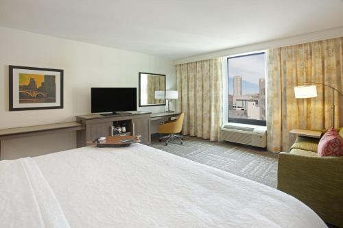 Hampton Inn & Suites Minneapolis/downtown - Minneapolis, MN 55403