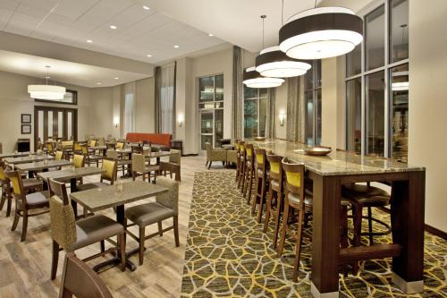 Hampton Inn & Suites - Minneapolis/Downtown Photo