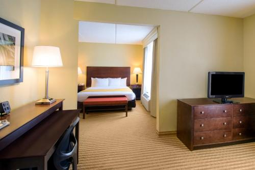 Comfort Suites photo 18