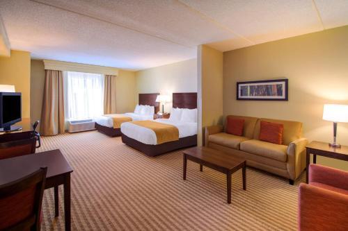 Comfort Suites photo 22