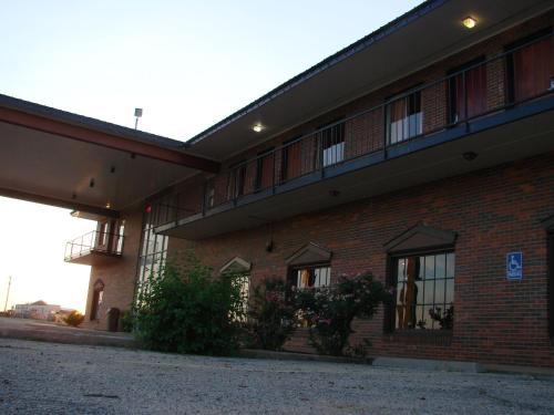 The Lodge At Russell - Russell Inn - Russell, KS 67665