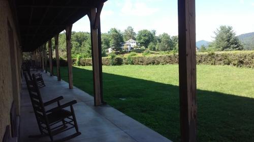 Knights Inn Dillard - Dillard, GA 30537