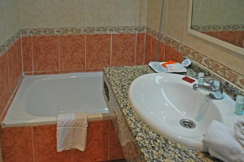 Hotel Piccadilly Sitges photo 24