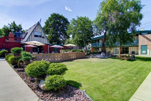 Tiki Village Inn - Vernon, BC V1T 5W8