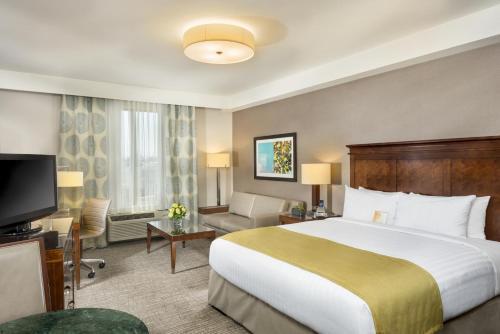Ayres Hotel Anaheim Photo