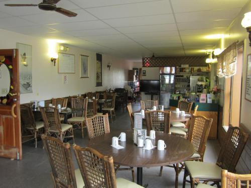 Kluane Park Inn - Haines Junction, YT Y0B 1L0
