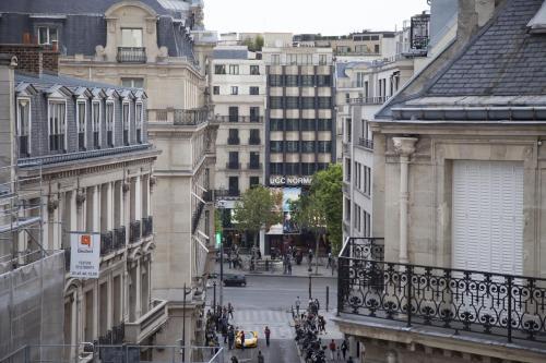 Champs Élysées-Vuitton Apartment photo 8