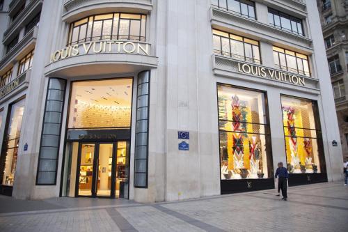 Champs Élysées-Vuitton Apartment impression