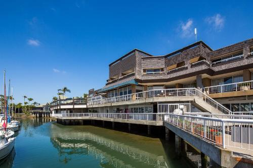 Bay Club Hotel and Marina Photo