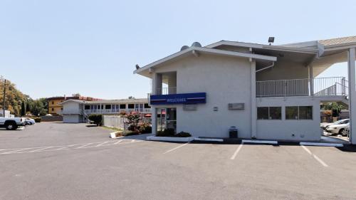 Motel 6 Chico Photo