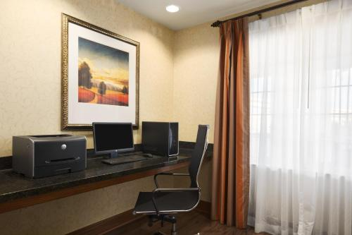 Country Inn & Suites by Radisson, Oklahoma City - Quail Springs, OK Photo