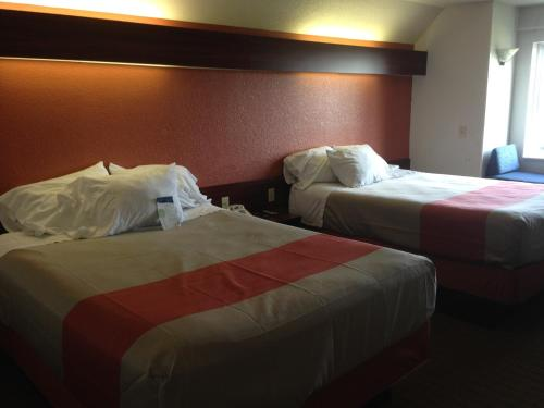 Motel 6 Olathe Photo