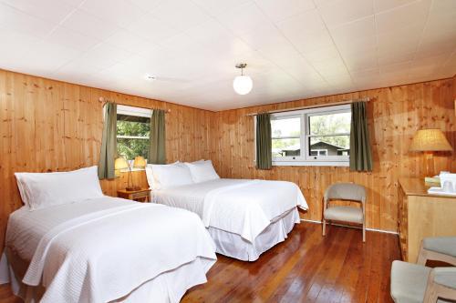 Killarney Mountain Lodge Photo