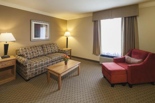 Mountain Retreat Hotel & Suites - Squamish, BC V8B 0K5