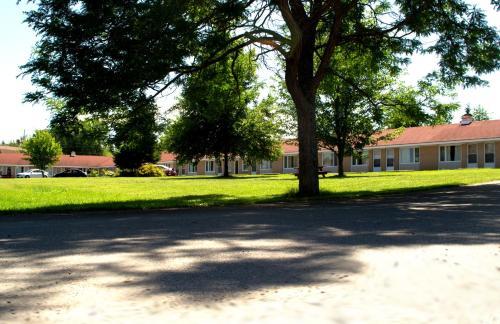 Downeast Motel - Windsor, NS B0N 2T0