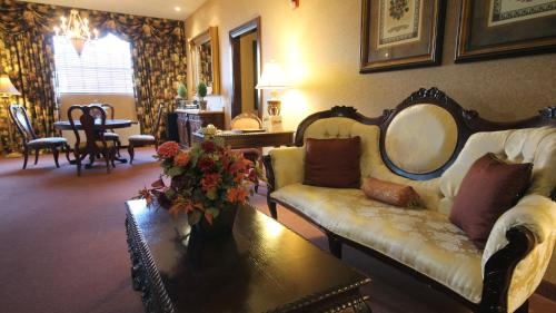 The Inn and Spa at East Wind Photo