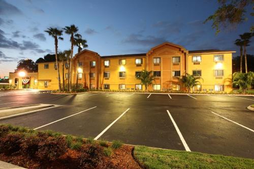 Days Inn By Wyndham Orange Park Jacksonville Hotel