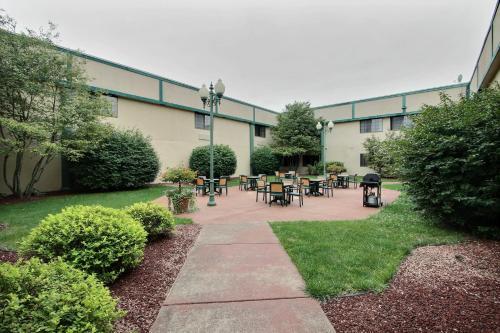 Baymont Inn & Suites Madison West/ Middleton WI West Photo