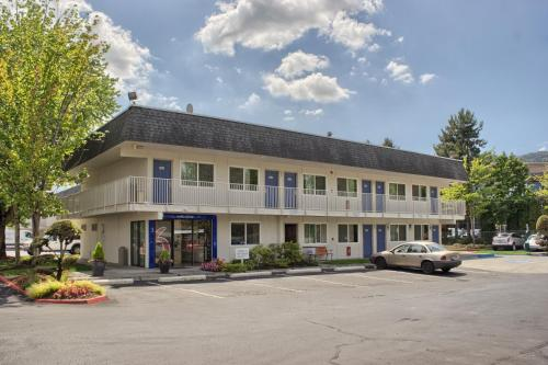 Motel 6 Seattle East - Issaquah - Issaquah, WA 98027