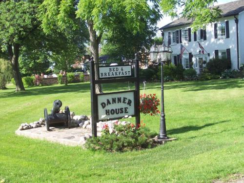 Danner House B&b - Niagara Falls, ON L2E 6S6