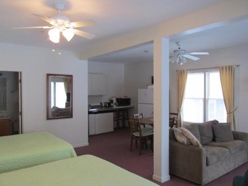 Lynwood Inn - York, ME 03910