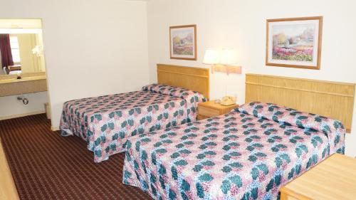 Travelers Inn - Sherman, TX 75090