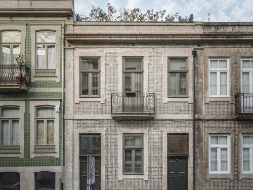 Rua Dr. Alves da Veiga 186, 4000-072, Porto, Portugal.