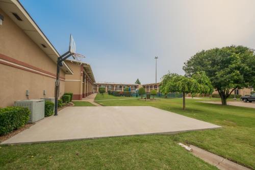 Howard Johnson Express Oklahoma City Photo