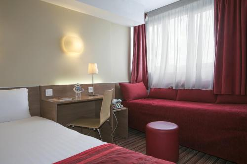 Kyriad Hotel Paris Bercy Village photo 13